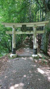 三峯神社 奥宮への鳥居2