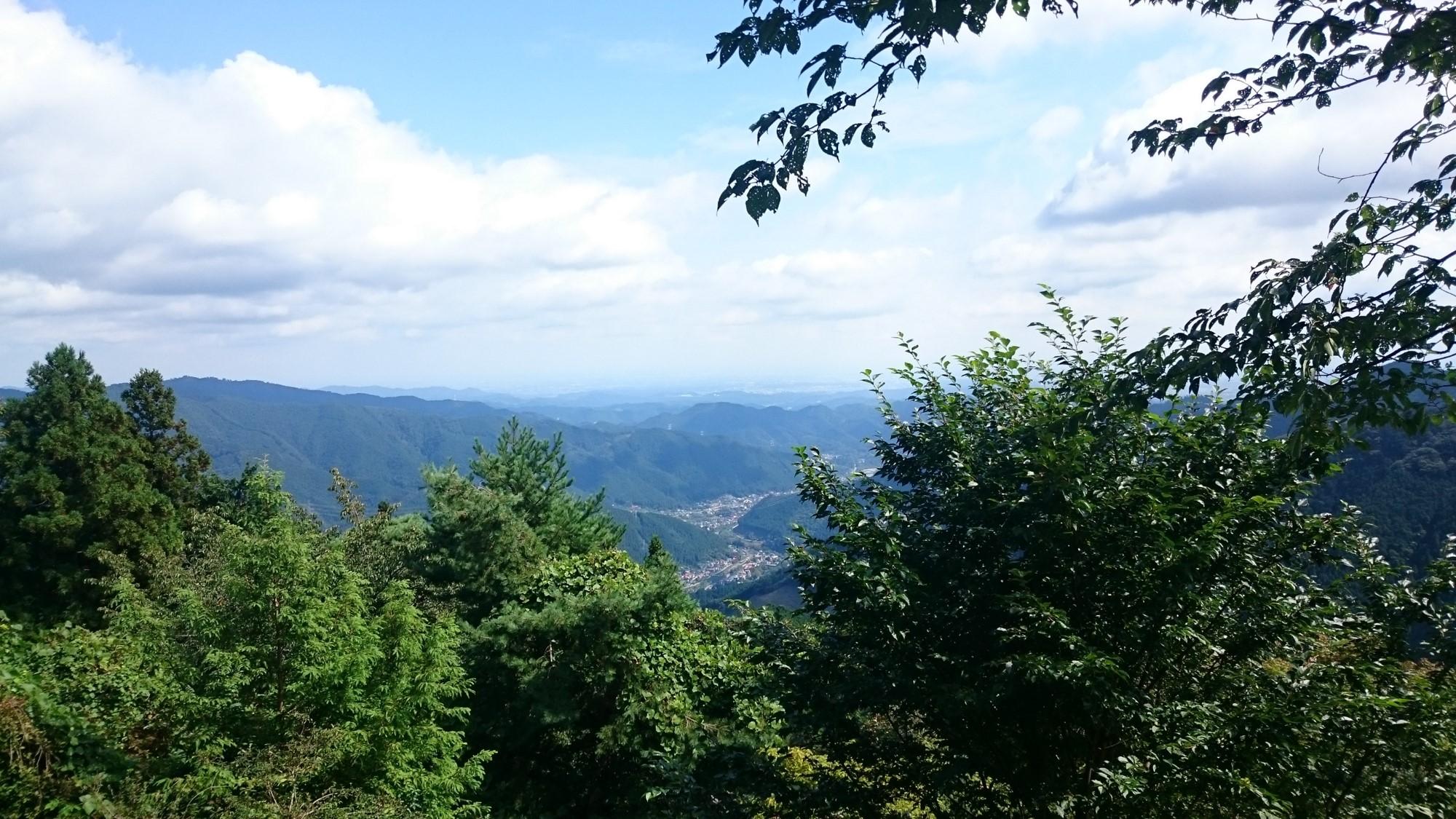 御岳山の山頂への道中