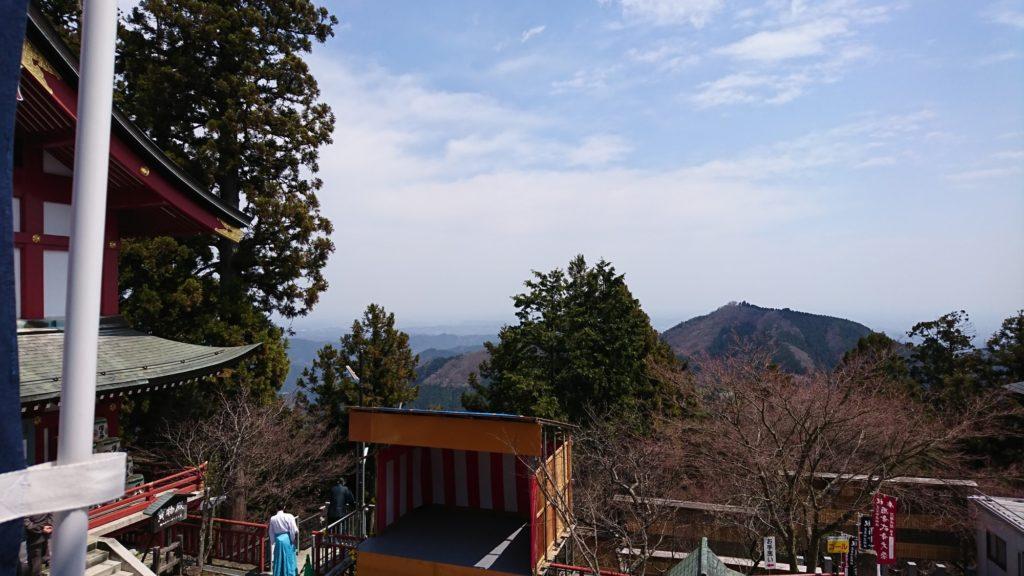 武蔵御嶽神社 拝殿前より