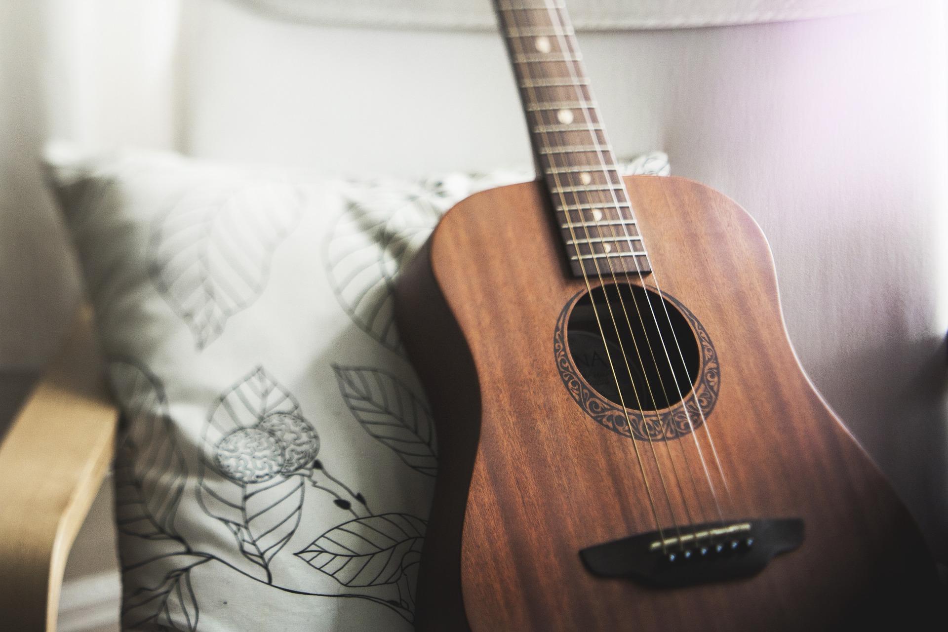 中年・シニアからギターを始める!おすすめの音楽教室や教材について
