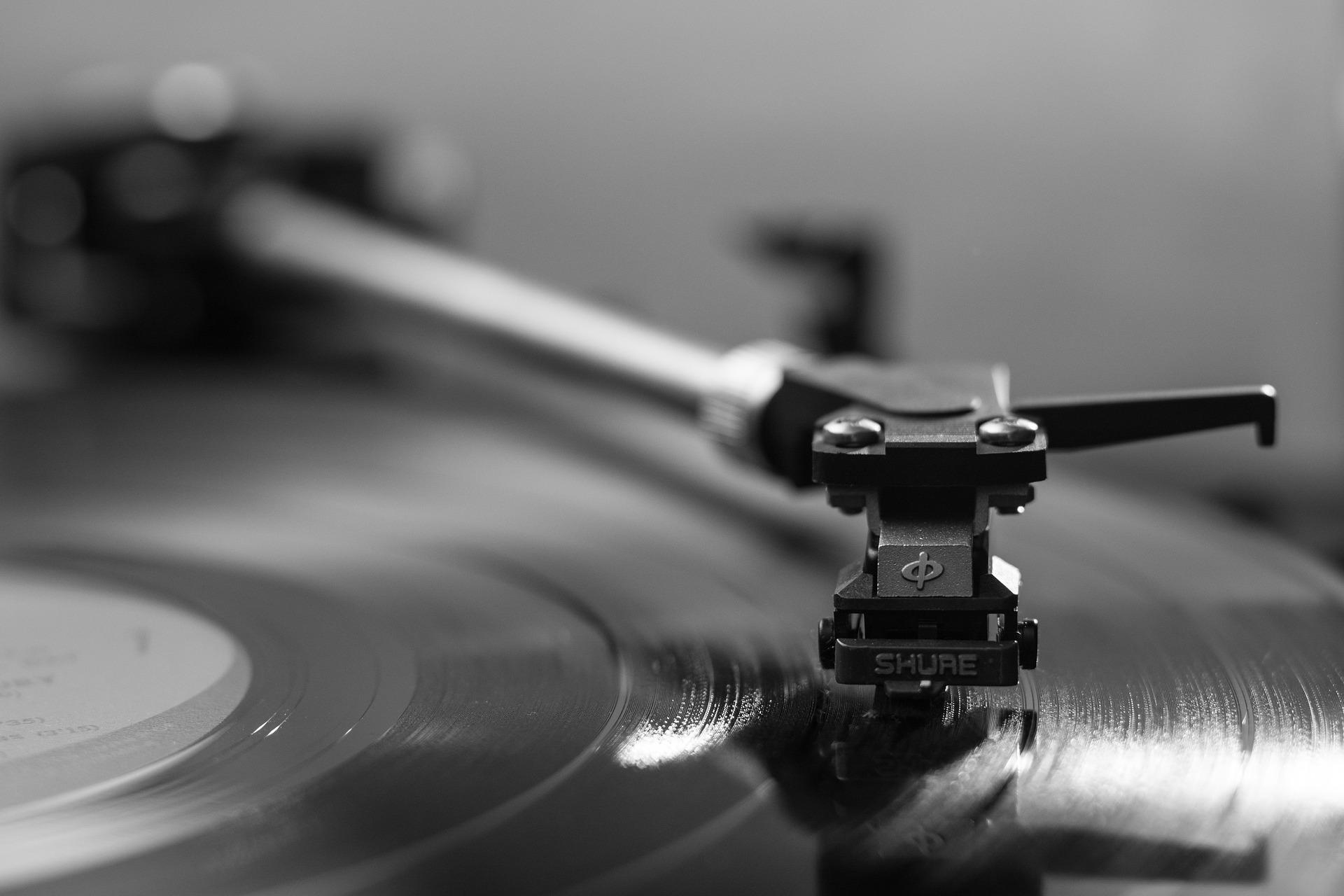 自宅でレコードを「聴く」「CDに録音する」のにおすすめレコードプレーヤー