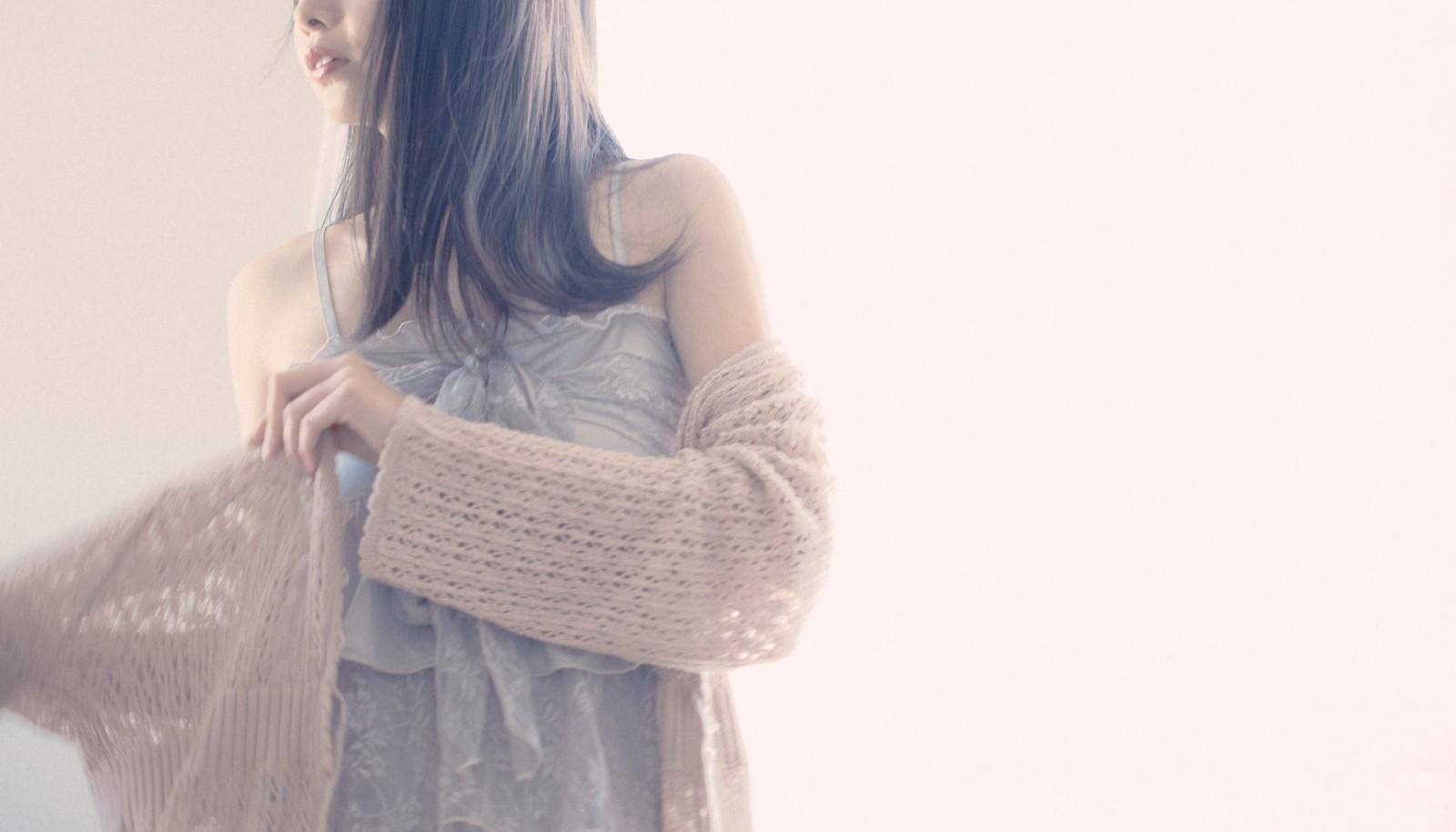 洋服を着こなす女性