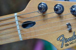 エレキギター「フェンダー・ストラトキャスター」のナット部分
